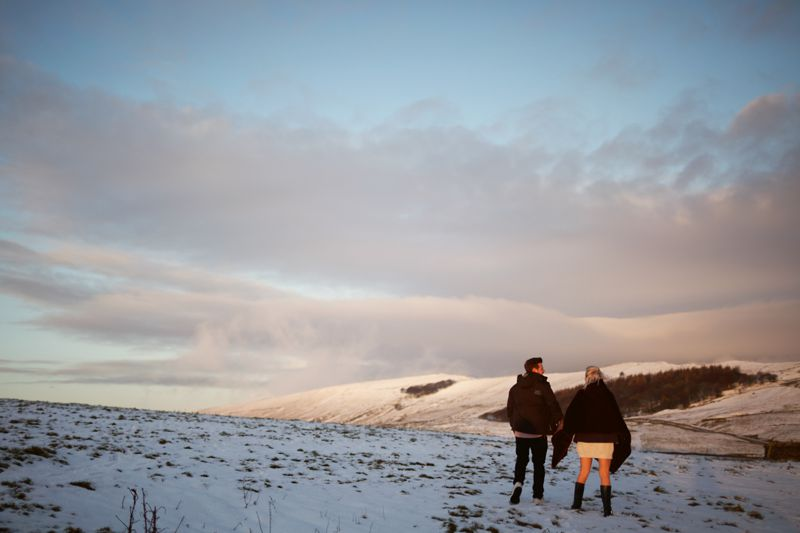 engagement peak district getting married couples Milton Keynes peak sheffield Derbyshire photographer natural light relax smile happy Barbour wellies outdoor destination London engagement jun tan photography location juntanphoto@gmail.com boho bohemian trendy hipster